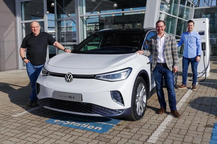 VW ID.4 mit unserem Verkaufsteam